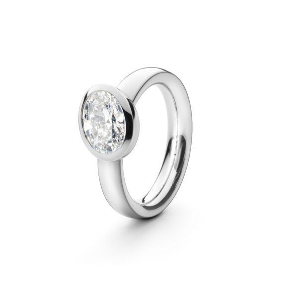 Unik forlovelsesring i platin med oval diamant.