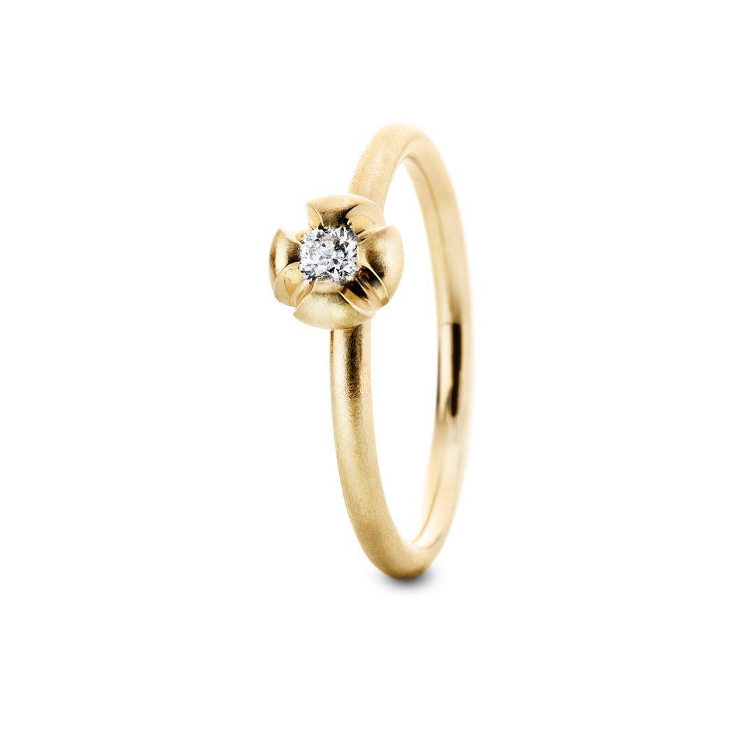 Fleur d'or forlovelsesring i gult guld, med 0,10ct. TW-VVS brillant.