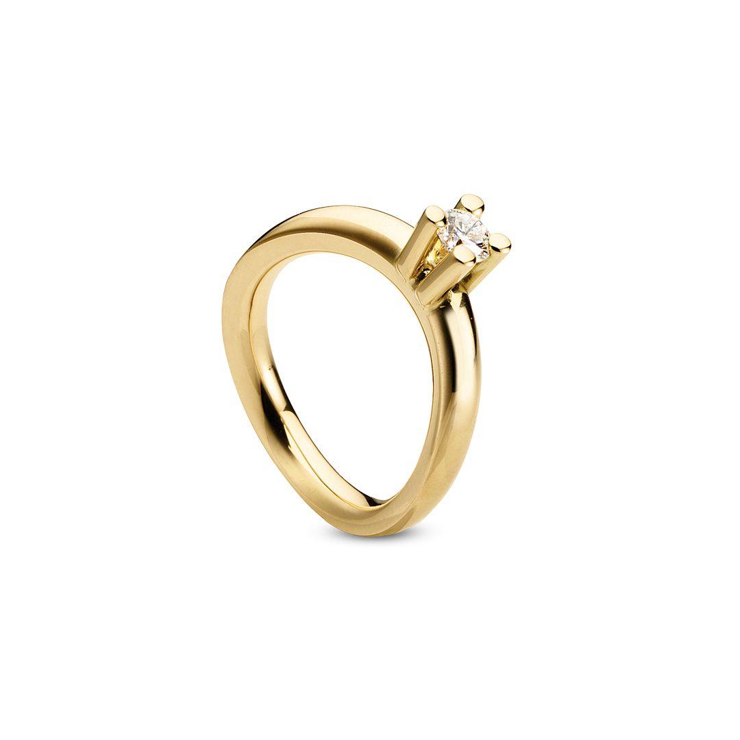 Obliuqe forlovelsesring i gult guld, med brillant 0,25 ct. TW-VVS