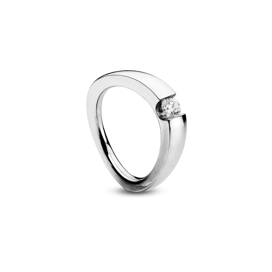 Oblique forlovelsesring i hvidguld, med brillant 0,20ct. TW-VVS.