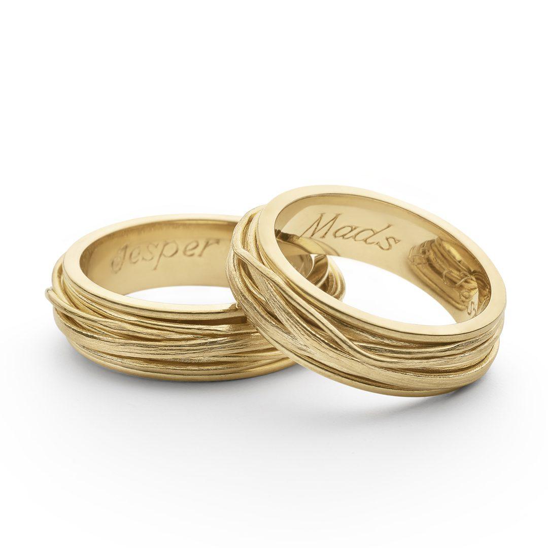 Unikke vielsesringe, lavet af guldtråd i 22 karat guld.
